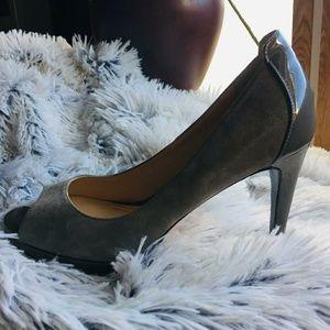 💚Cole Haan 2 tone Gray Heels